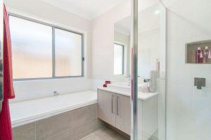 9 Moss Street Helensvale bathroom 2
