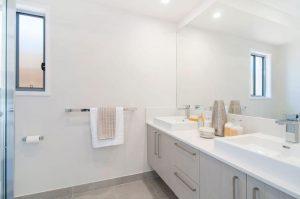 9 Moss Street Helensvale bathroom