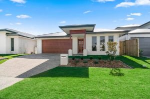 9 Moss Street Helensvale feature image