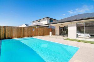 9 Moss Street Helensvale pool