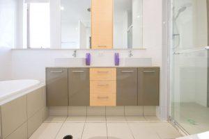 7. - MSTR BATHROOM